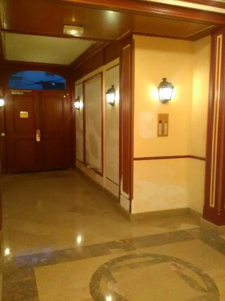 Remise en état d'un hall d'entrée en décor Avant/Après